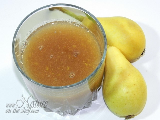 Pears and fresh pear juice