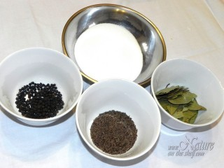 Salt black pepper caraway bay leaf